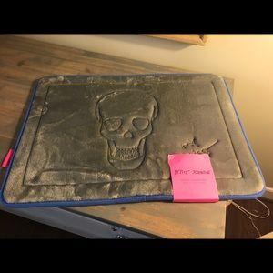 Betsey Johnson new foam skull bath mat new
